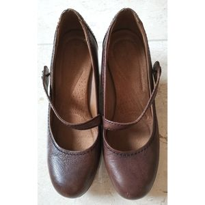 Naturalizer Mary Jane brown leather shoes